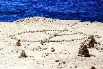 703-06-peace-zeichen-steine