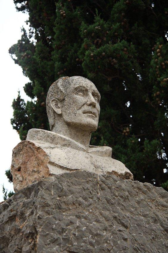 Francis Palau Statue