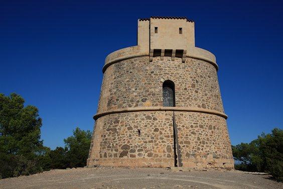Typischer Wehrturm
